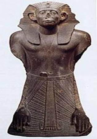 السمات الفنية المميزة لتماثيل النصف الثاني من عصر الأسرة الثانية عشرة