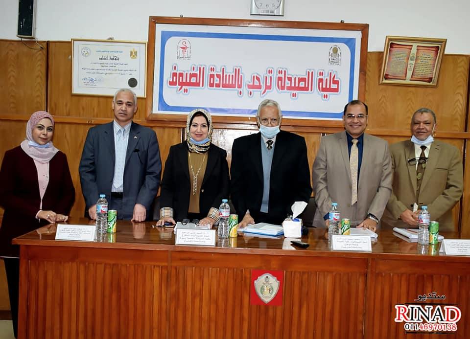 مناقشة رسالة الماجستير الخاصة بالدكتوره/رضوى رضوان عبد الجواد كلية الصيدلة جامعة أسيوط